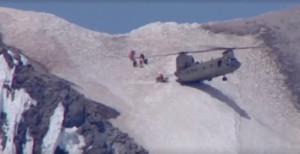 Imagen del vídeo del rescate con un helicóptero Chinook en Oregon.