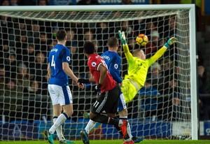 Martial marca el primer gol del Manchester United al Everton