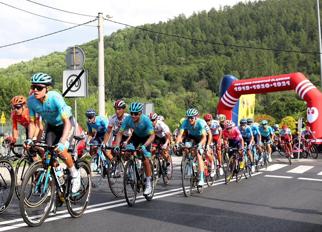 Bielsko-biala (Poland), 07/08/2019.- The peloton is on the way during the fifth stage of the 76th Tour de Pologne 2019 cycling race over 153.8km from Wieliczka to Bielsko-Biala, Poland, 07 August 2019. (Ciclismo, Polonia) EFE/EPA/ANDRZEJ GRYGIEL POLAND OUT