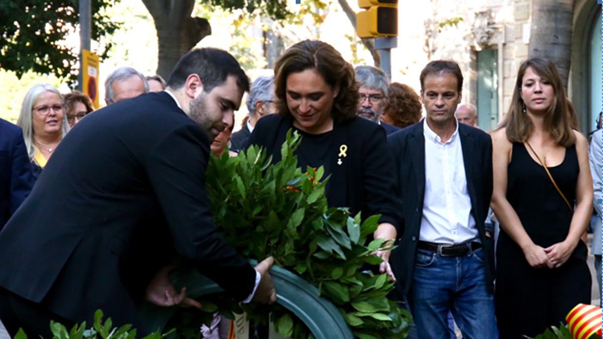 Ada Colau en la ofrenda de la Diada en el monumento de Rafael Casanova.