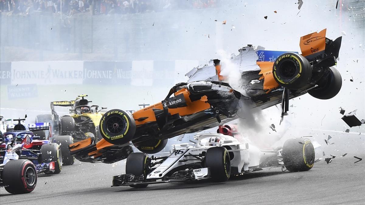 Alonso se ve envuelto en un accidente junto a Leclerc en el GP de Bélgica