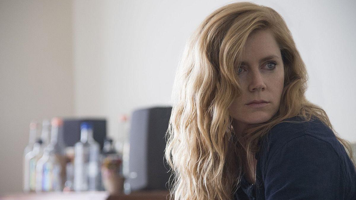 Amy Adams protagoniza la serie Heridas abiertas, de HBO.