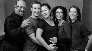 Annie Leibovitz ha retratado al fundador de facebook, Mark Zuckerberg con su mujer, sus padres y su hermana.