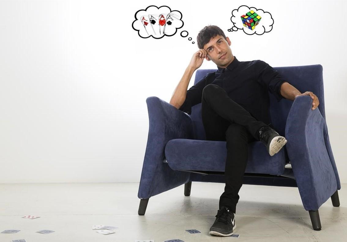 Antonio Díaz, elMago Pop, en el estudio de EL PERIÓDICO.