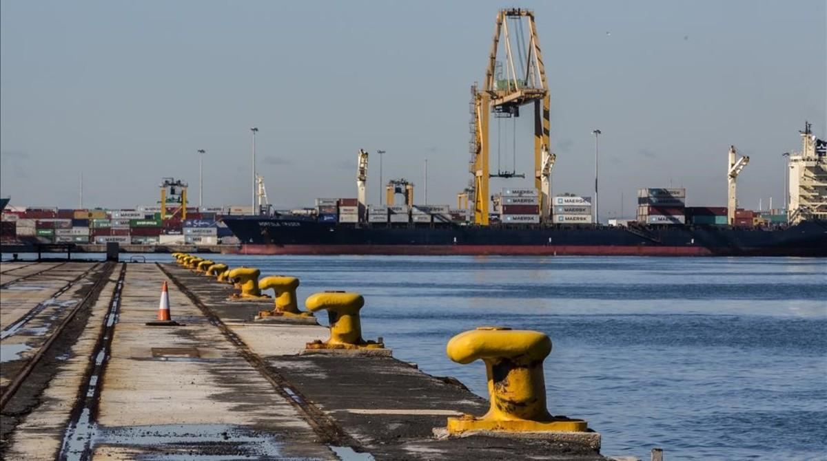 Aspecto del Puerto de Valencia en plena huelga de estibadores.