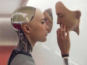 Ava (Alicia Vikander), el perfecto androide con piel humana que protagoniza el filme Ex Machina, de Alex Garland.