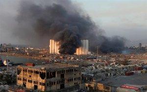 Vista del puerto de Beirut luego de la explosión.