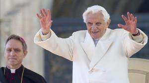Benedicto XVI, durante su última audiencia pública en la plaza de San Pedro en el Vaticano.