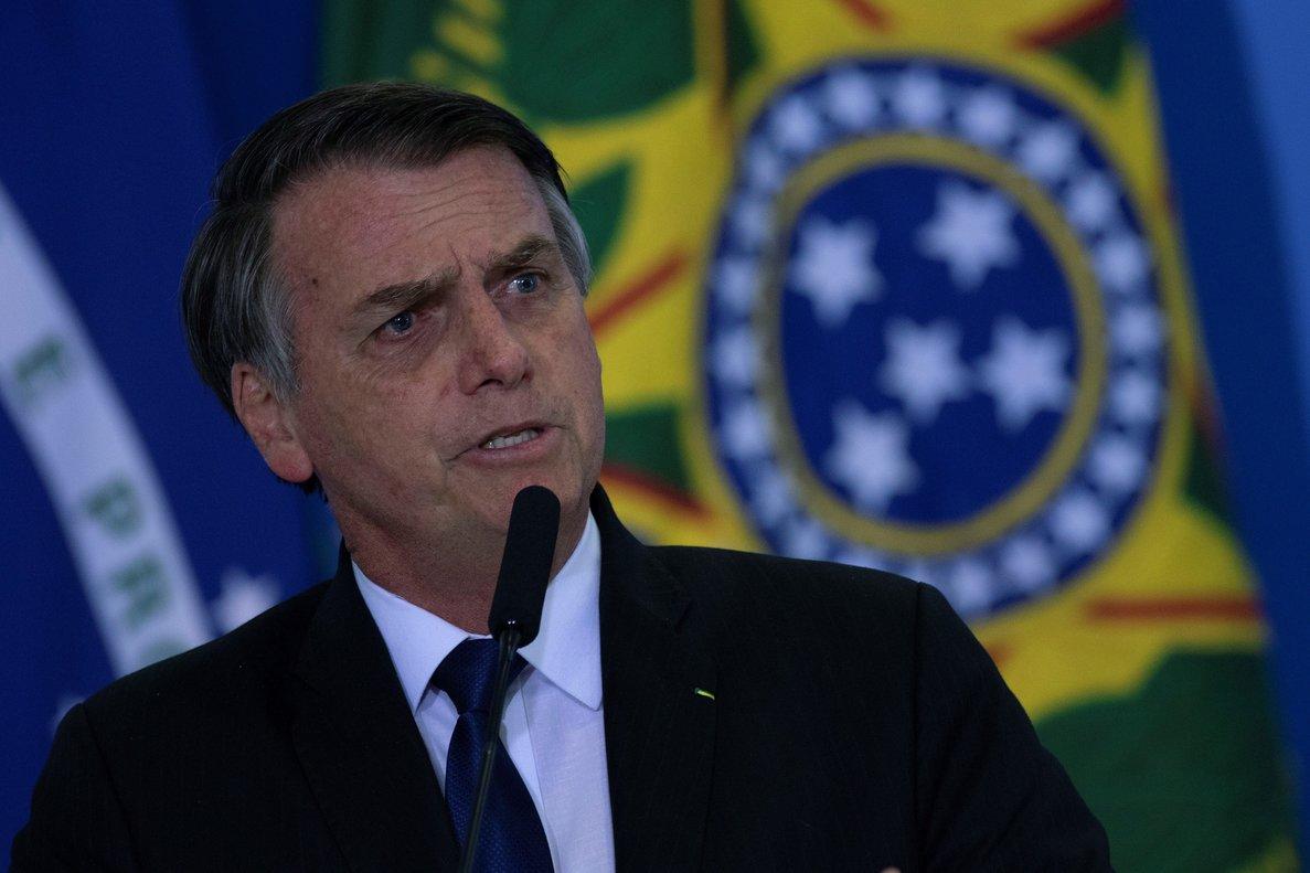 El presidente de Brasil,Jair Bolsonaro,en la firma del Decreto de la Nueva Reglamentacion del Uso de Armas y Municiones.