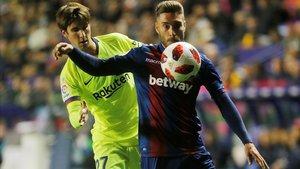 El canterano Miranda, con Rochina, el pasado jueves en el Levante-Barça.