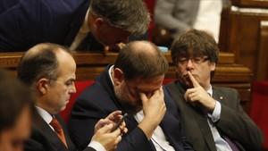 Carles Puigdemont, Oriol Junqueras y Jordi Turull, durante el pleno de la ley de ruptura en el Parlament