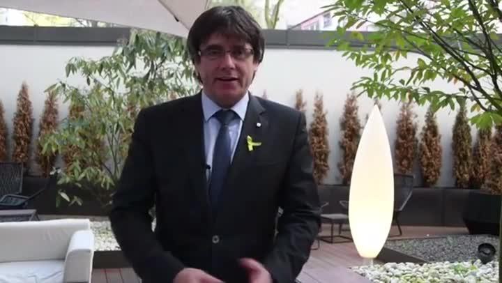 Carles Puigdemont reivindica Sant Jordi como una jornada de cultura i fraternidad.