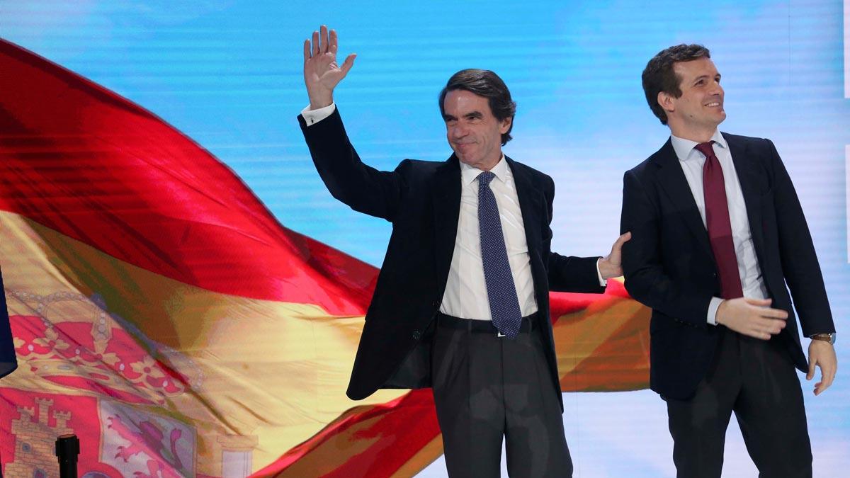 Casado llega con Aznar a la convención del PP.