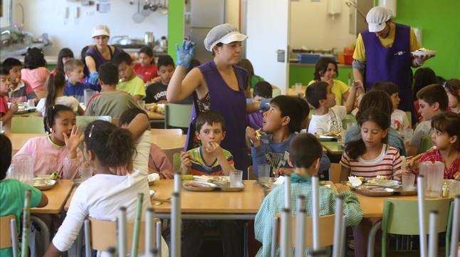 Alumnos en el comedor del colegio público Antaviana de Barcelona.