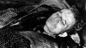 El cuerpo de Nicolae Ceausescu tras ser ejecutado.