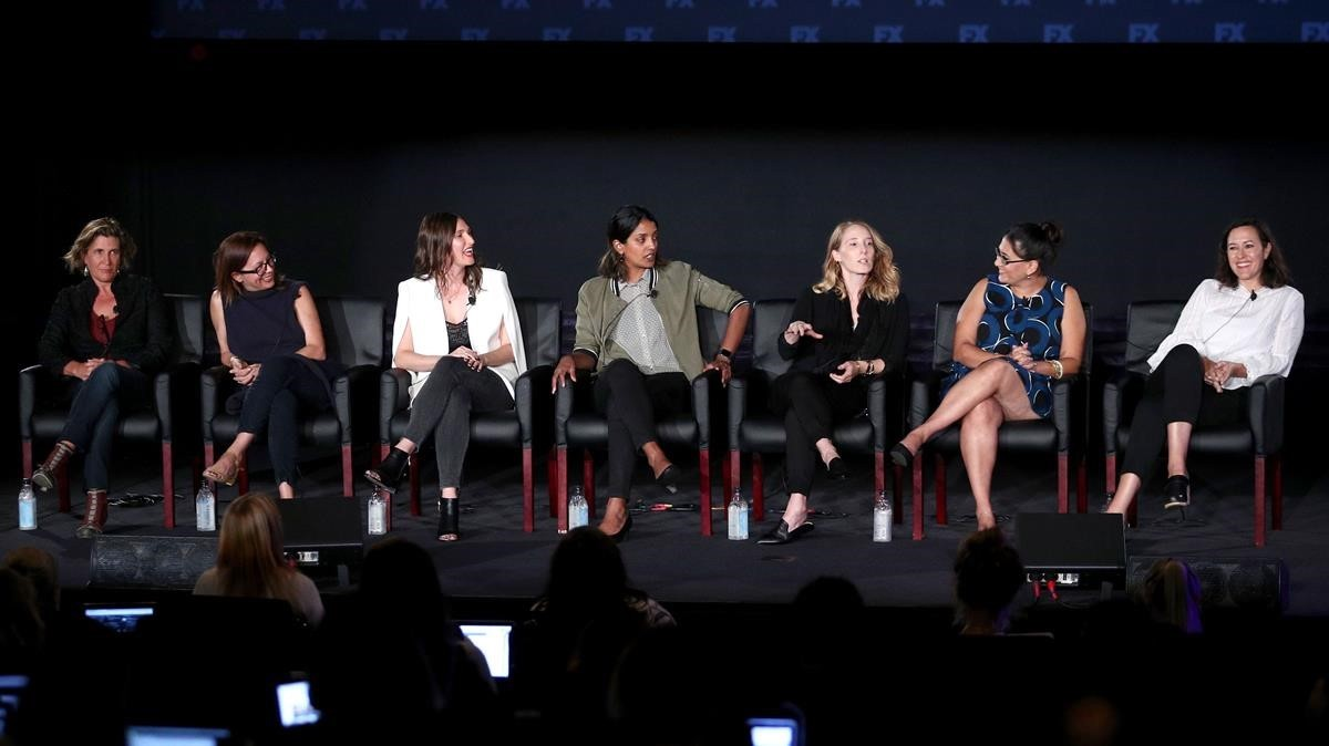Las directoras Gwyneth Horder-Payton, Liza Johnson, Rachel Goldberg, Meera Menon, Steph Green, Alexis Ostrander y Maggie Kiley, en la mesa redonda organizada en Los Ángeles.