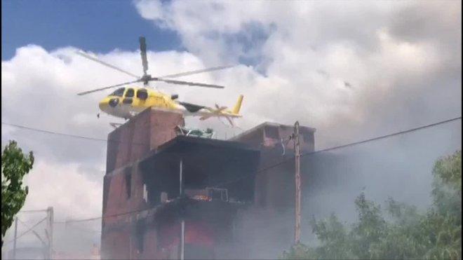El cadáver calcinado de una persona ha sido hallado este lunes entre los escombros del edificio okupado que se ha incendiado en el municipio de Ibiza, suceso en el que al menos han resultado heridas otras tres personas.