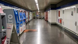 Entrada a una de las estaciones de metro de Madrid.