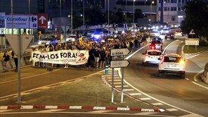 Protesta en Calella, la pasada noche, contra la Guardia Civil.