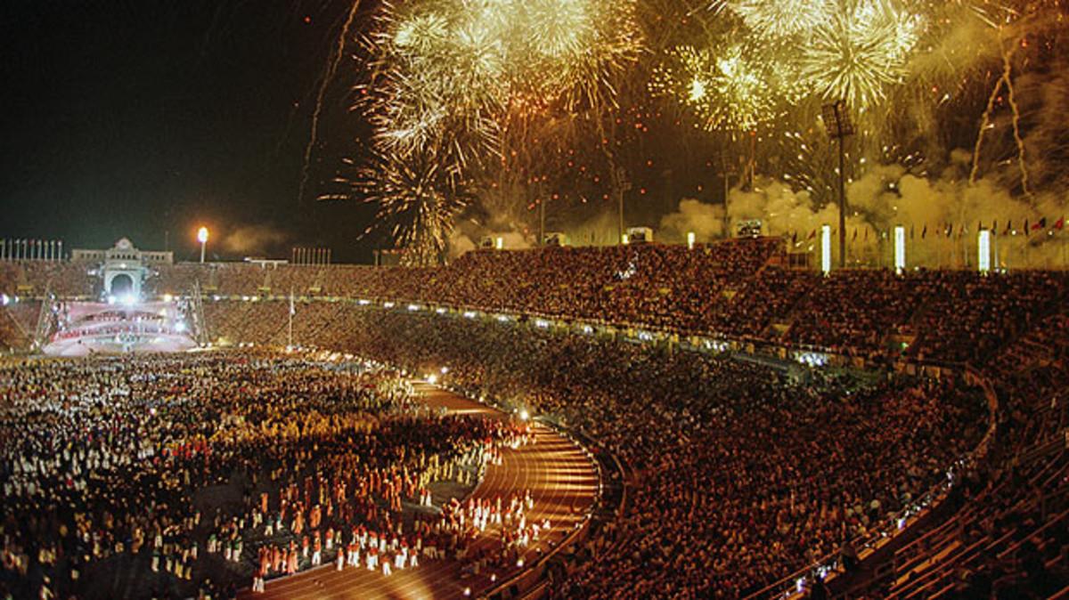 Espectáculo pirotécnico en la apertura de los JJOO, en el Estadi de Montjuïc.