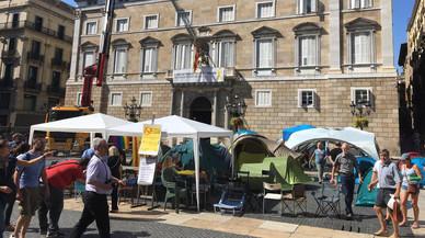 Los independentistas de Sant Jaume se niegan a retirar las tiendas de campaña