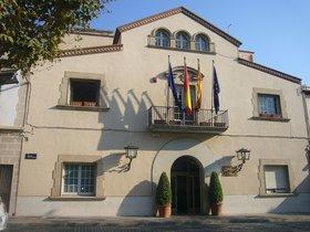 Fachada general del Ayuntamiento de Esplugues