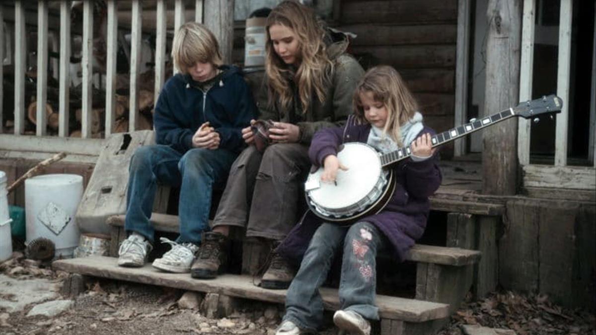 Un fotograma de la película Winters bone basado en la novela de Daniel Woodrell.