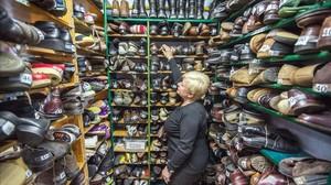 Un almacén de zapatos de una campaña de la Fundació Arrels para recaudar fondos para personas sin techo.