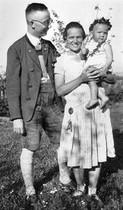 Himmler, con su mujer, Marga, y su hija, Gudrun, en 1930.