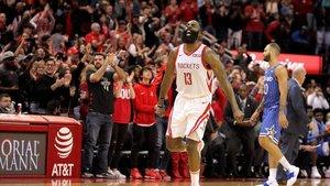 James Harden en la victoria de los Houston Rockets.