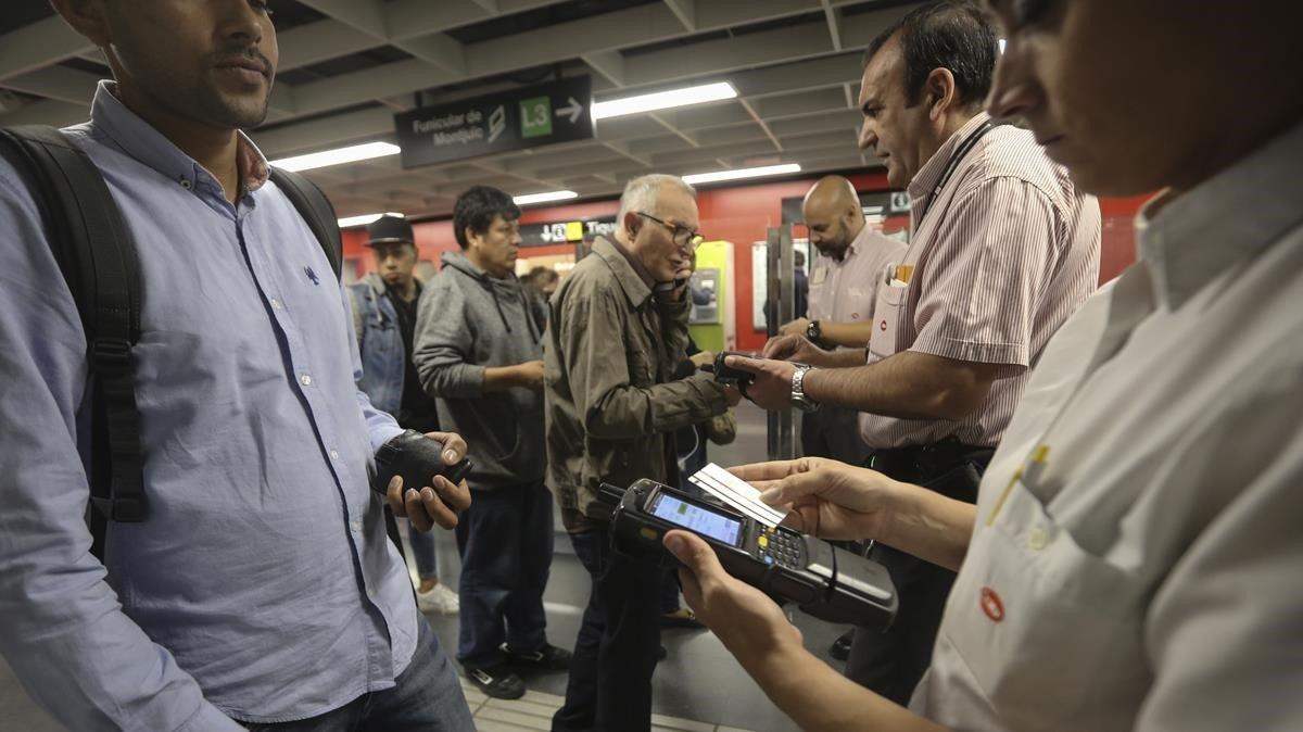 Control de billetes en la estación de Paral·lel, esta semana.
