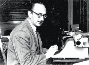 Joaquim Amat-Piniella, ante la máquina de escribir.