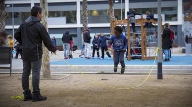 """Barcelona renueva las áreas de juegos infantiles """"con ojos de niño"""""""
