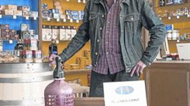"""Jordi Cervera, dueño de una tienda de aperitivos: """"Tengo los mejores clientes"""""""