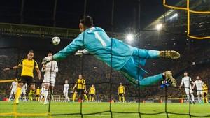 Keylor Navas, durante un partdo ante el Borussia Dortmund.