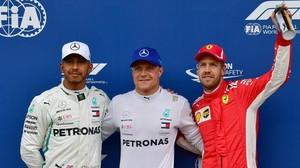 Lewis Hamilton, Valtteri Bottas y Sebastian Vettel, compartieron el podio del sábado en Austria.