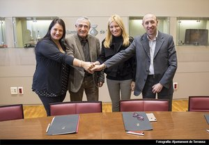 Los alcaldes de Barberà del Vallès, Terrassa, Rubí y Castellbisbal durante la firma del convenio este martes