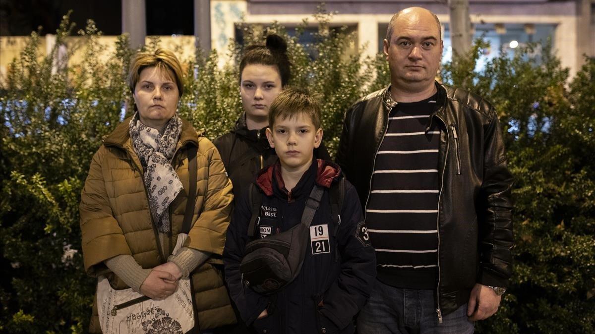Los Chupryn: Elena, la madre;Valeria, la hija;Andrey, el padre, y Artur, el hijo, este diciembre en Barcelona.