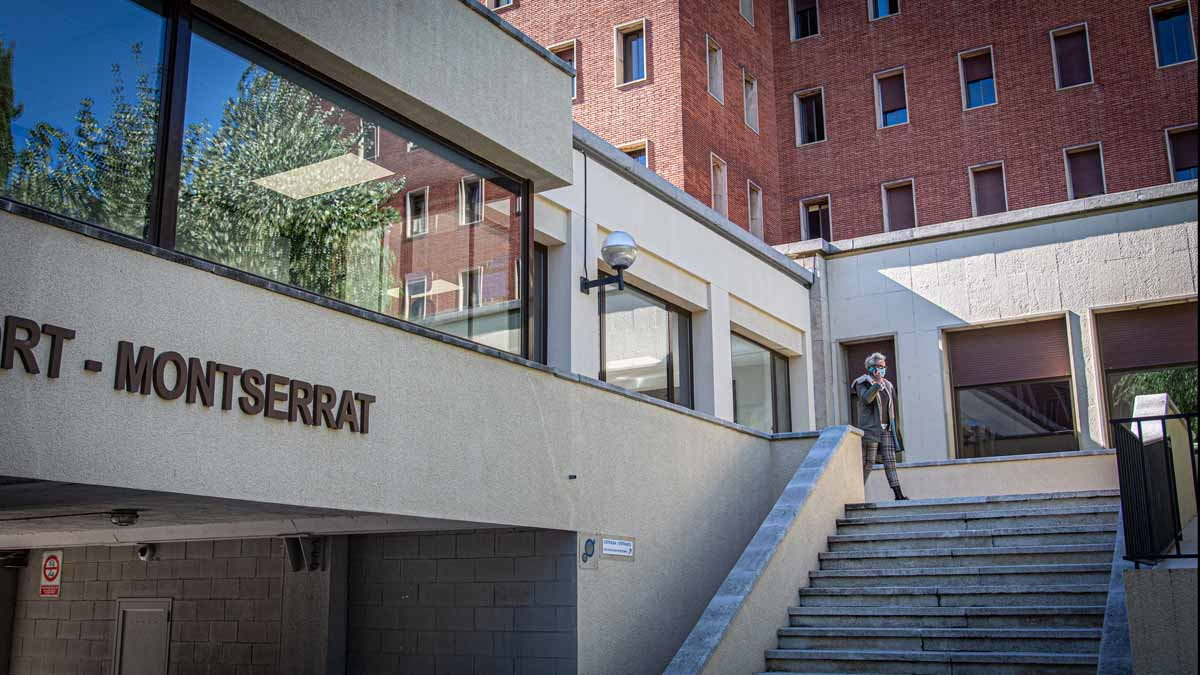 Los estudiantes confinados del colegio mayor Penyafort Montserrat en Barcelona empiezan a hacerse las PCR. Lo explica la directora del Colegio Mayor Penyafort, Montse Lavado.