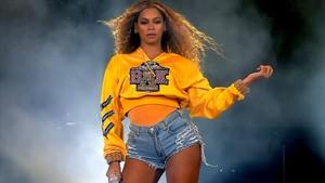 Beyoncé, al inicio del concierto en Coachella 2018