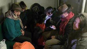Los seis turistas detenidos por causar daños en las ruinas prehispánicas de Machu Picchu.