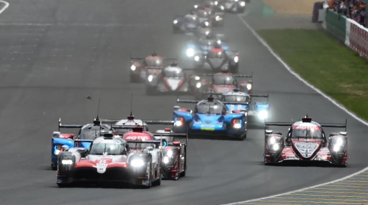 Los Toyota delante en la salida de las 24 Horas de Le Mans.