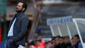 Machín se lamenta de un error del Girona en Anoeta.