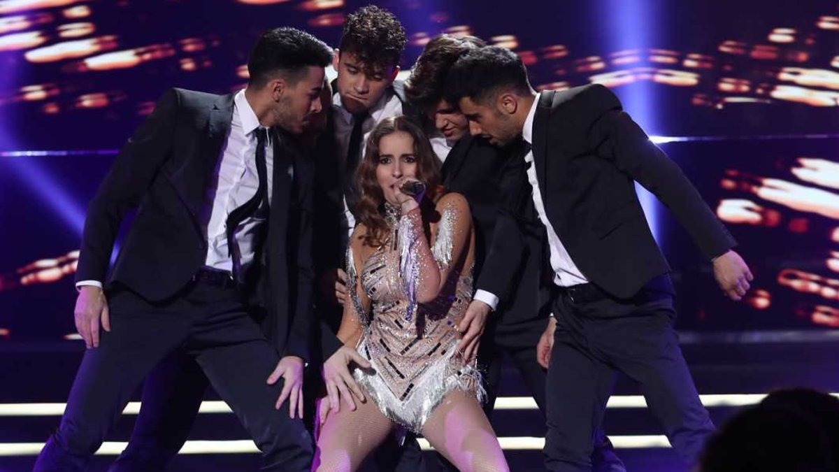 Marilia interpretando Todo bien la gala OT Eurovisión.