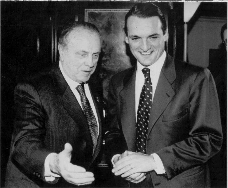 Manuel Fraga recibe a Mario Conde, en marzo de 1993.