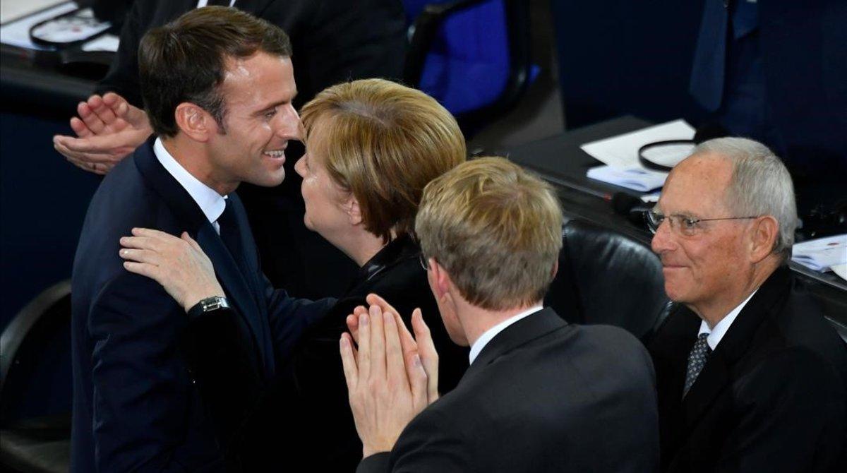 Merkel felicita a Macron tras su discurso en el Bundestag.