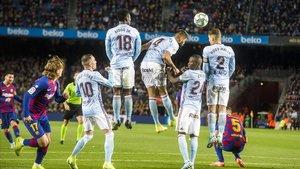 Messi anota su tercer gol al Celta, el segundo de falta.
