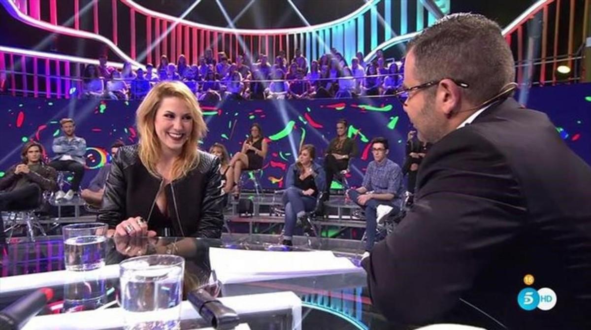 Montse, cuarta expulsada de Gran Hermano 17, en el plató con el presentador del reality, Jorge Javier Vázquez.