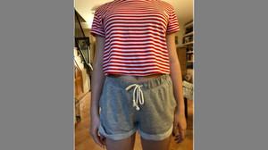 Resposta viral d'una de menor a les companyes que la van insultar per anar en 'shorts' a l'institut