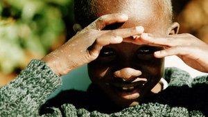Nkosi Jhonson, el niño que portador del VIH que falleció en el 2001 convertido en todo un símbolo de la lucha contra el sida.